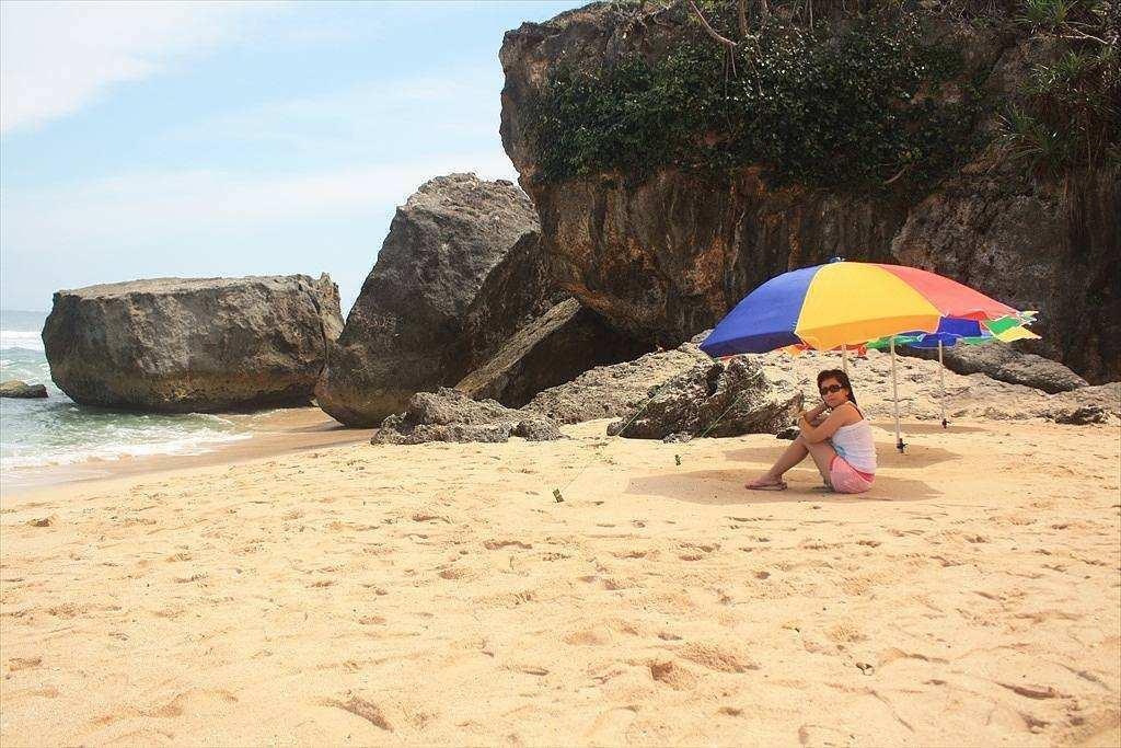 Berfoto di Pinggir Pantai Indrayanti Gunungkidul, Image From @eunikeyun