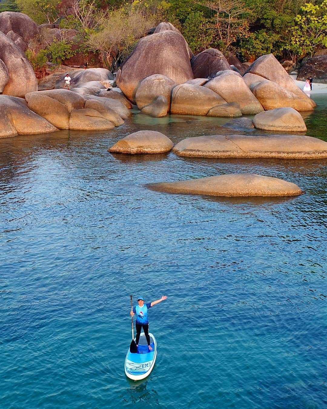 Bermain Kano di Pantai Tanjung Tinggi Belitung Image From @ambotour