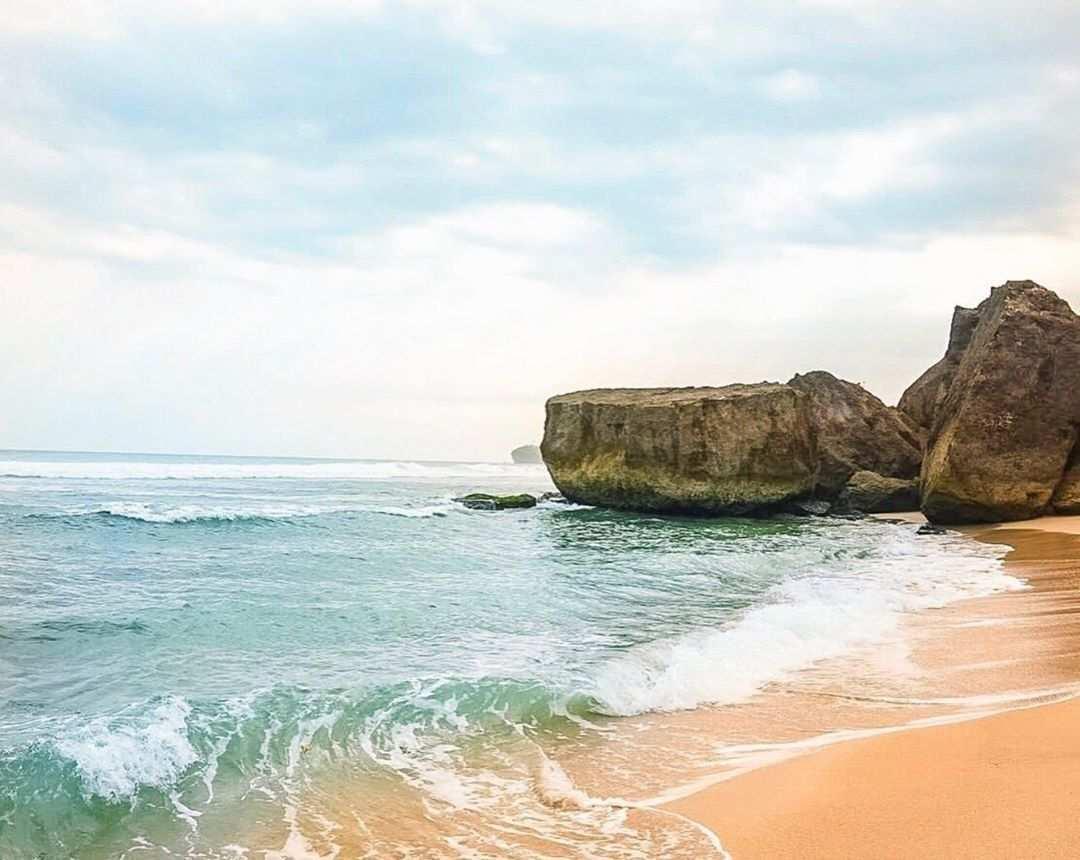 Hamparan Ombak Pantai Indrayanti Gunungkidul, Image From @hanofarhan10