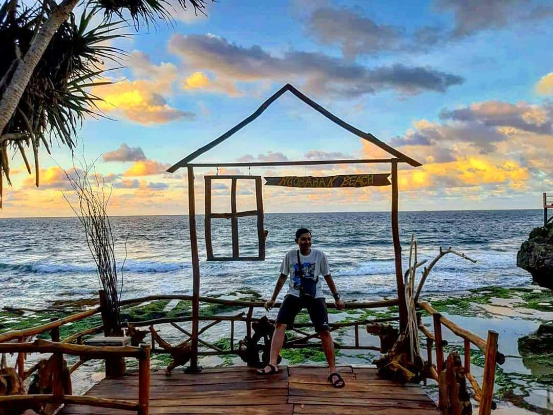 Salah Satu Spot Foto Yang Ada di Pantai Ngobaran, Image From @ramadhandentarotama