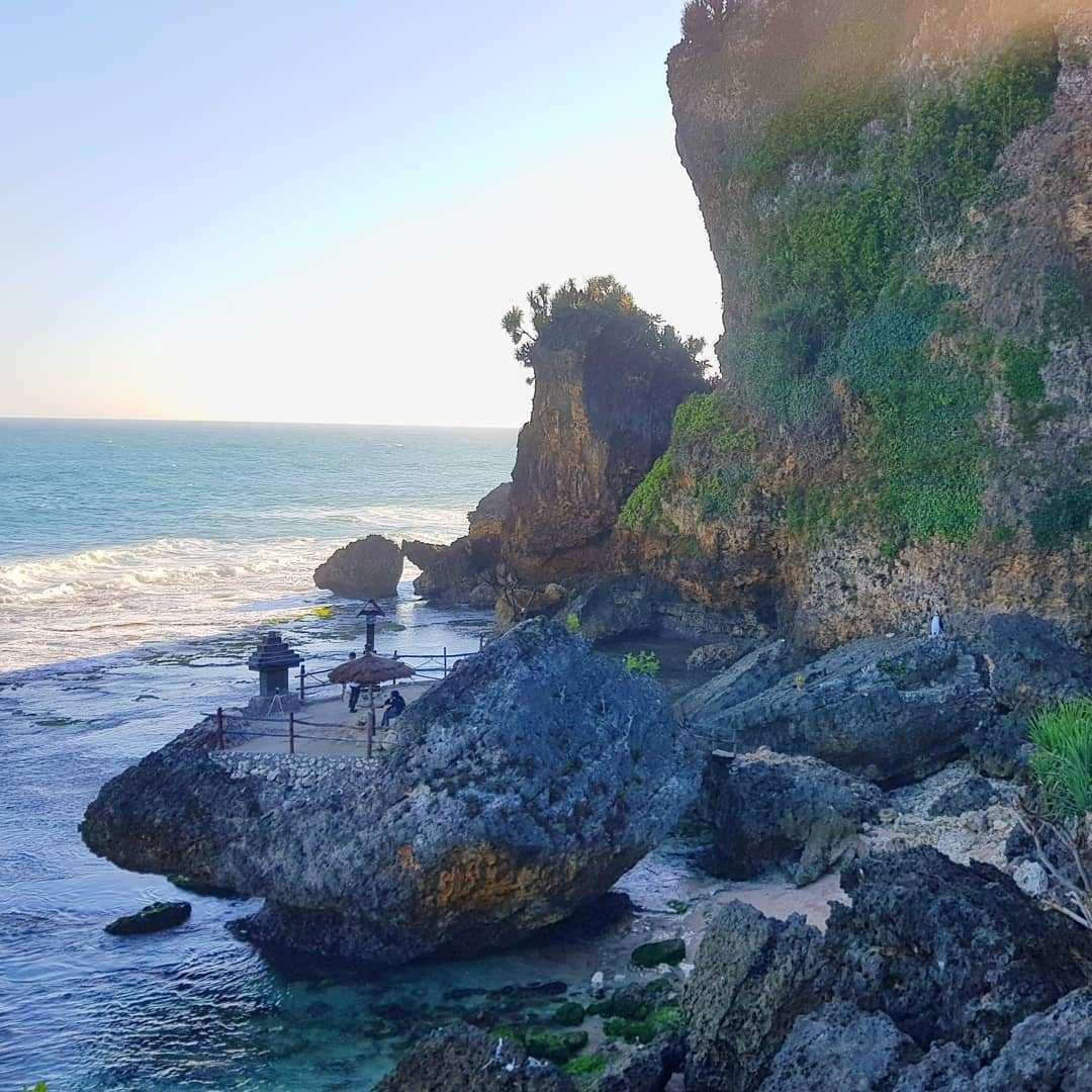 Spot Foto Diatas Batu Pinggir Pantai Ngobaran Gunungkidul, Image From @kusumas