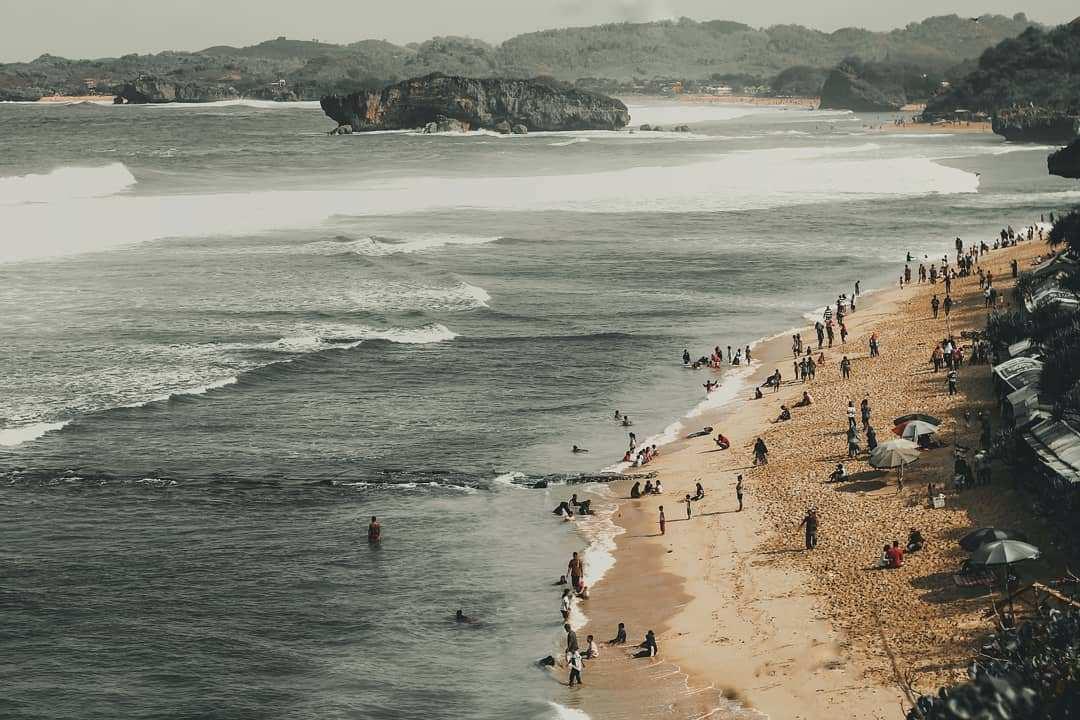 Suasana Pantai Indrayanti Gunungkidul, Image From @ghofurnawafil