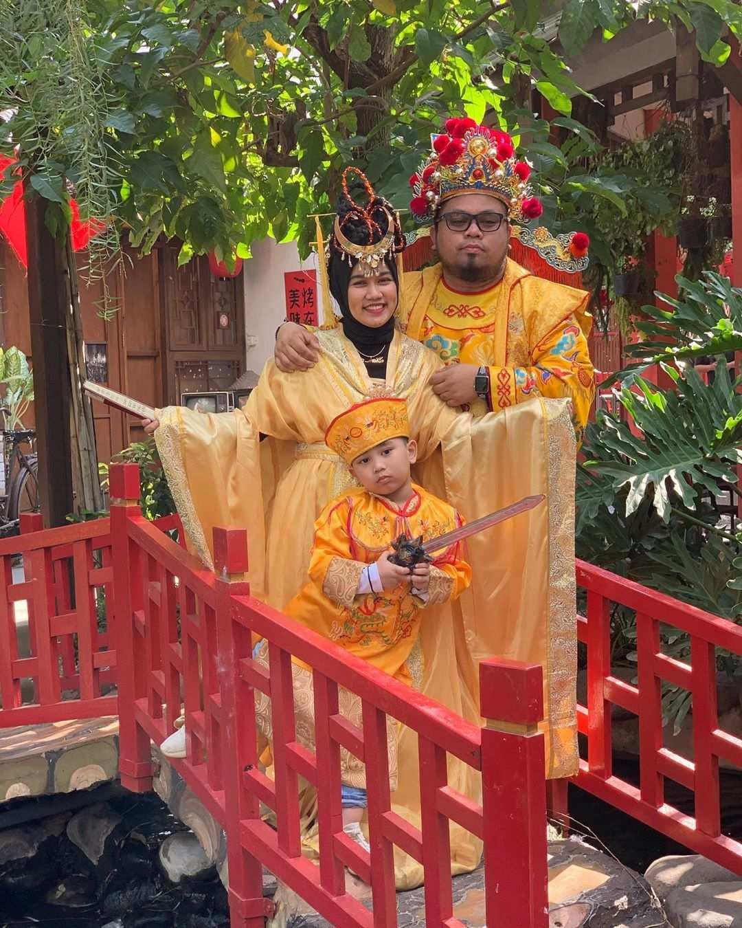 Berfoto Dengan Baju Bernuansa Chinese di Chinatown Bandung, Image From @ fifiebofigantansya