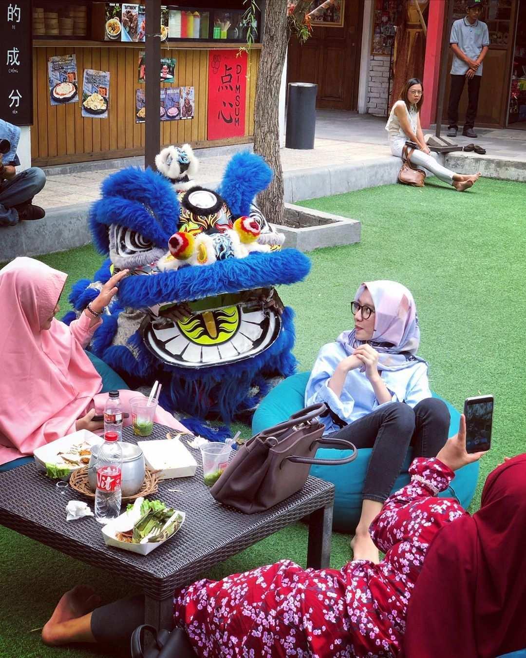 Berfoto Dengan Barongsai di Chinatown Bandung, Image From @chinatownbandung