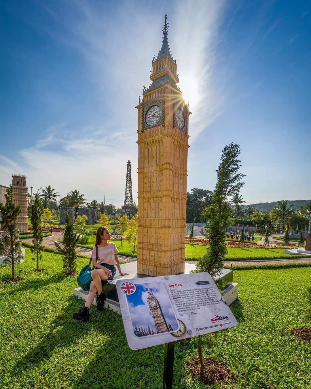 Berfoto Dengan Miniatur Big Ben di Taman Mini Mania Semarang, Image From @wisatasemarang