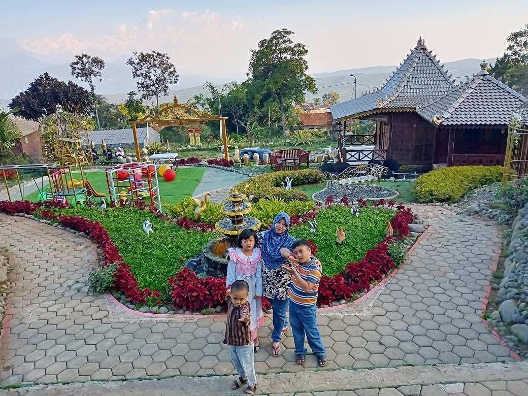 Berfoto di King Garden Semarang, Image From @kinggarden.bandungan