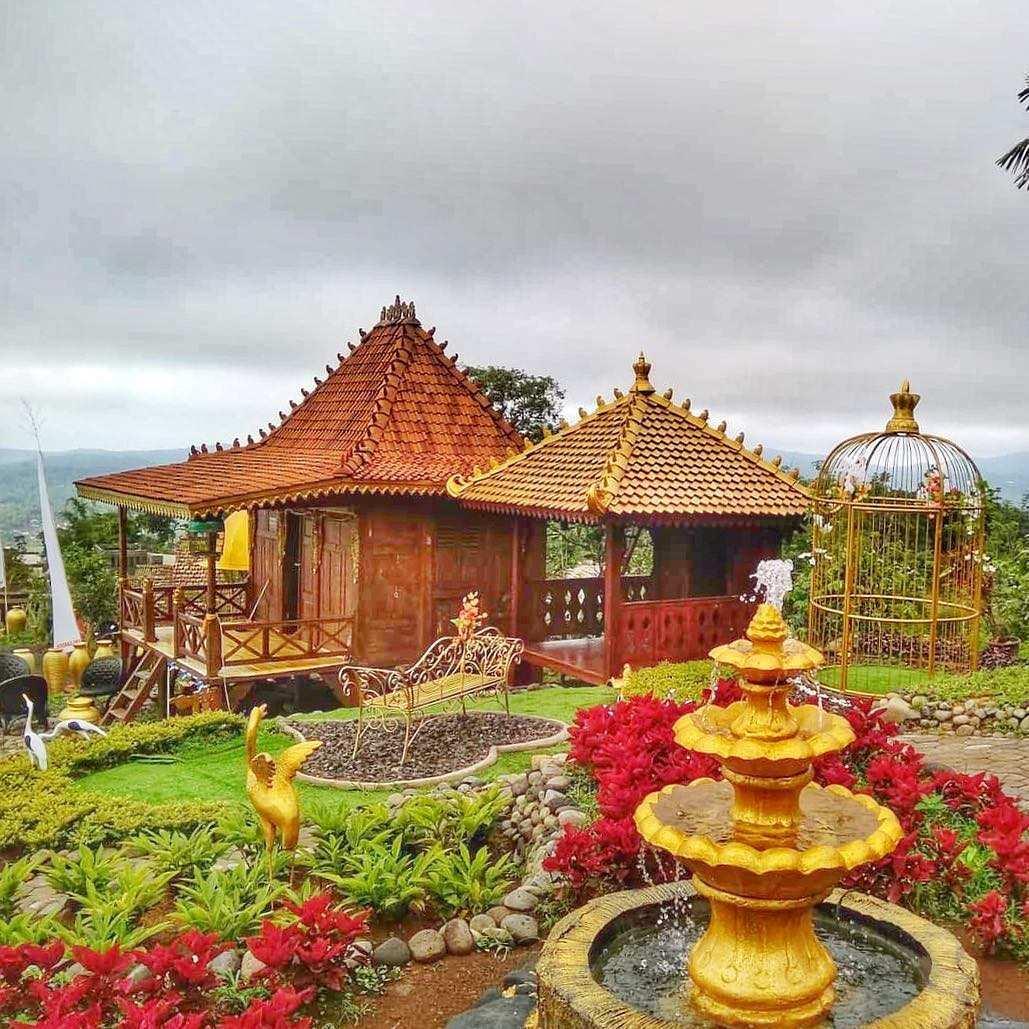 Joglo dan Gazebo di King Garden Semarang, Image From @kinggarden.bandungan