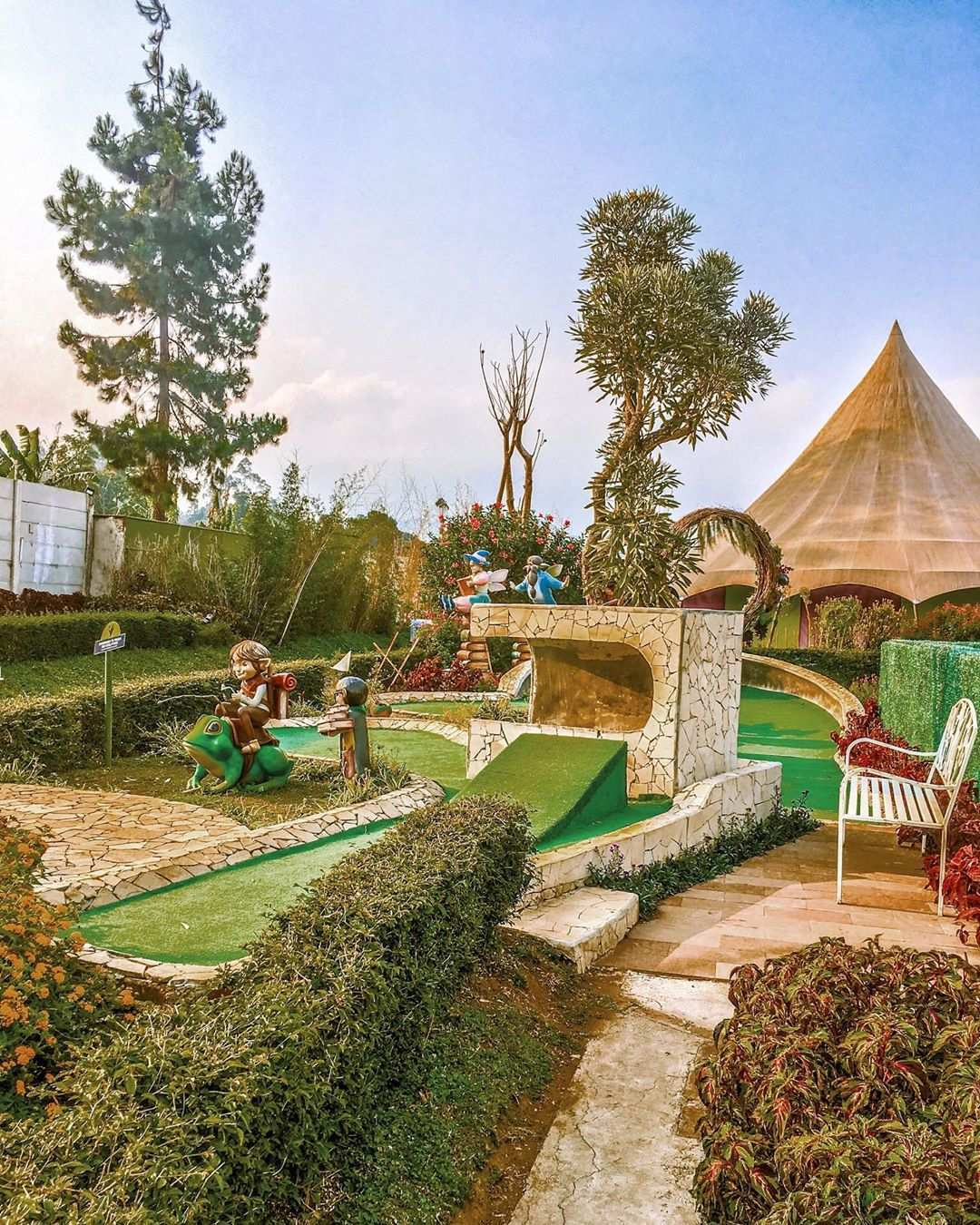 Mini Golf di Fairy Garden Bandung, Image From @_hellonovi
