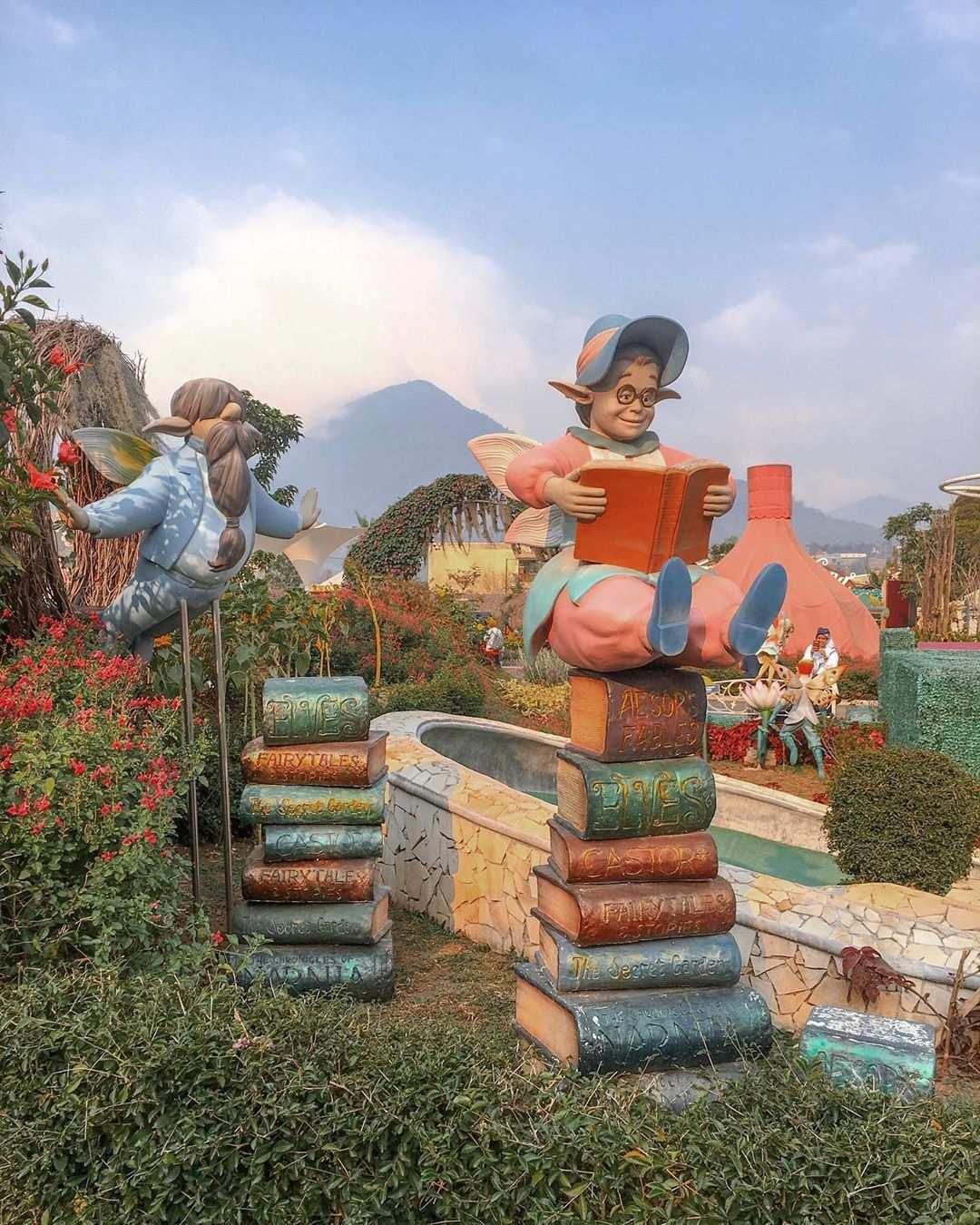 Patung-patung di Fairy Garden Bandung, Image From @_hellonovi