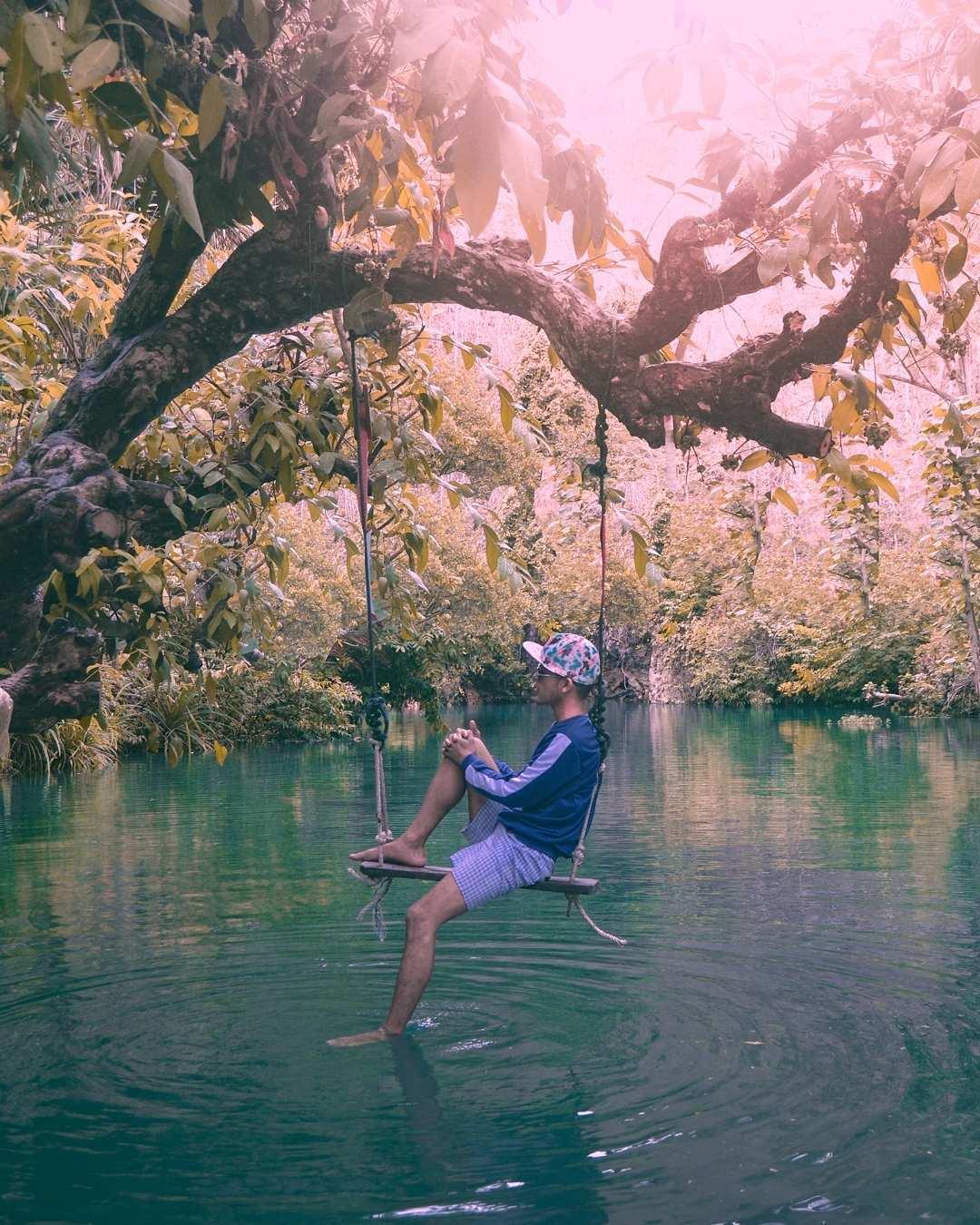 Berfoto di Ayunan Sungai Maron Pacitan, Image From @azayn_official