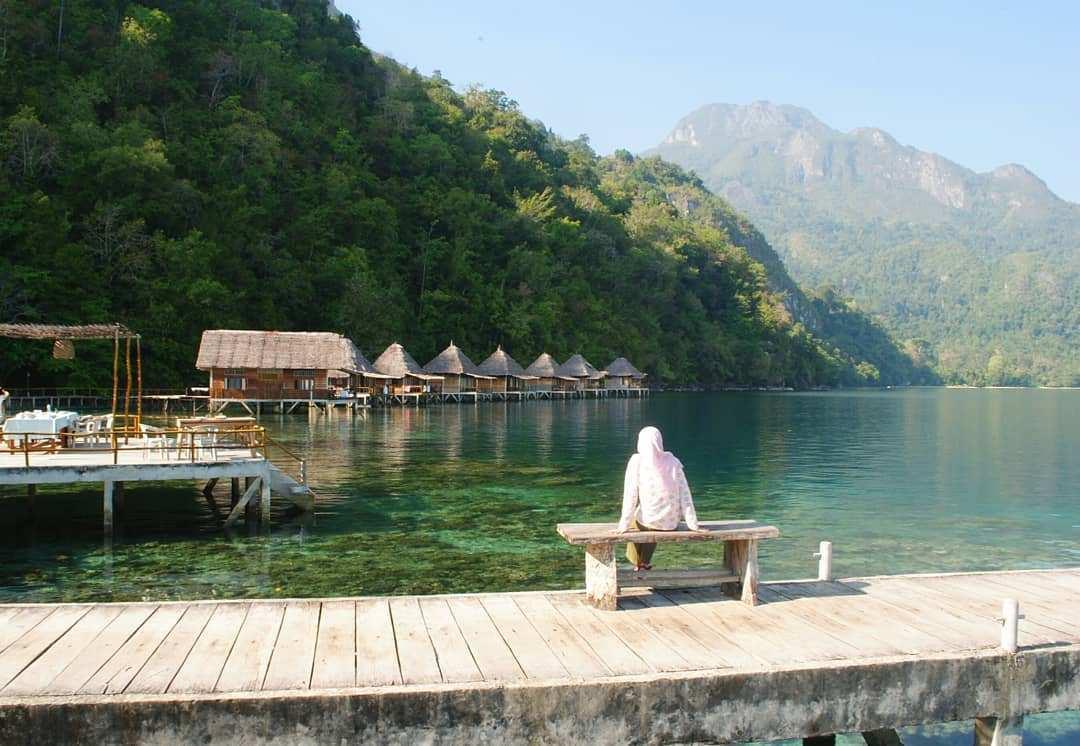 Berfoto di Pantai Ora Maluku, Image From @yeni.k28