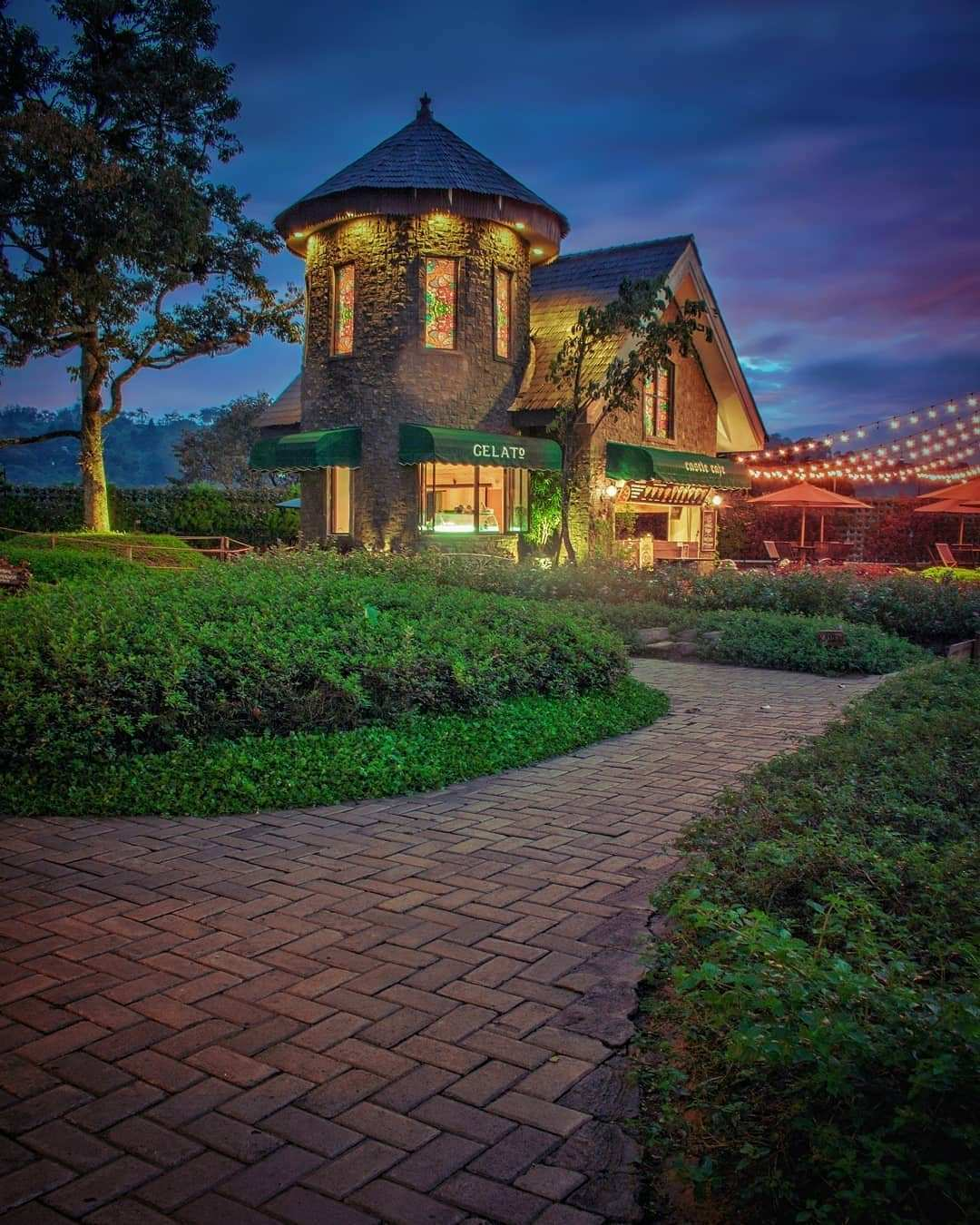 Cafe Berbentuk Castle di The Ranch Cisarua Puncak Image From @m.uya1012