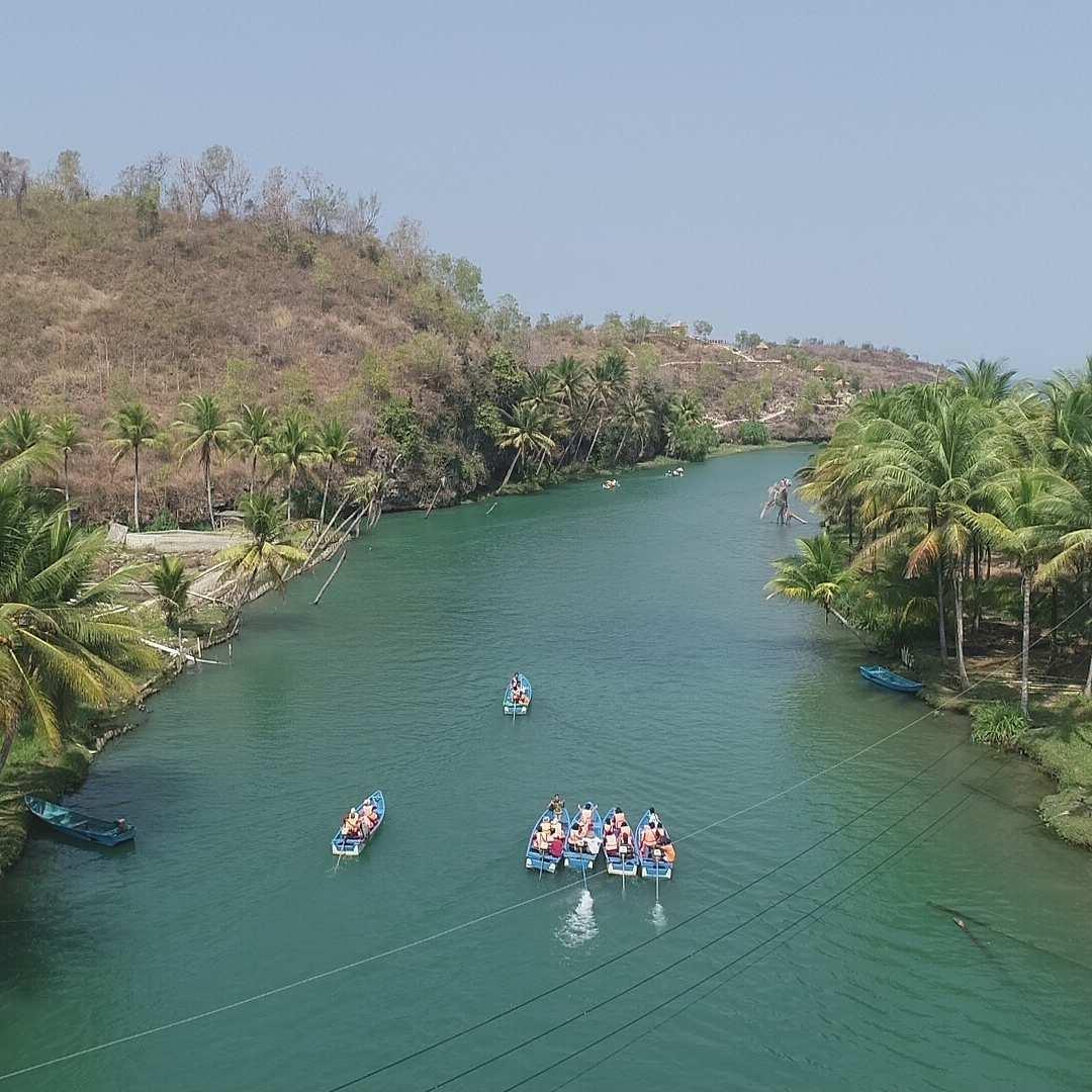 Foto Perahu yang Mengarungi Sungai Maron Pacitan, Image From @campatour