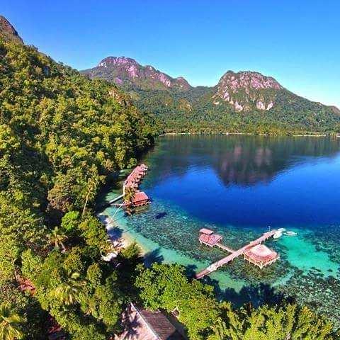 Pemandangan Pantai Ora Dari Ketinggian, Image From @carepesina95
