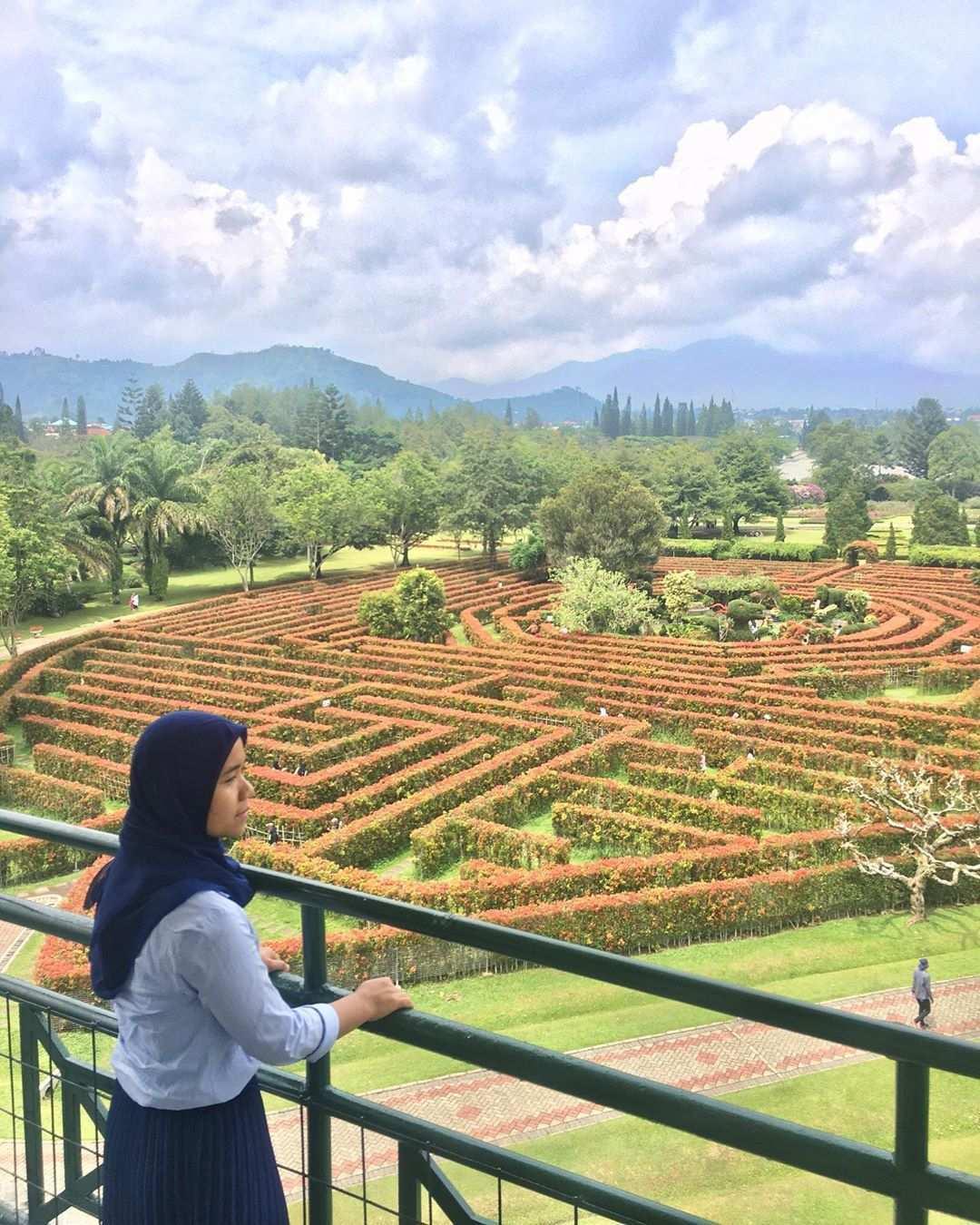 Taman Labirin di Taman Bunga Nusantara Image From @ayoe_soraya