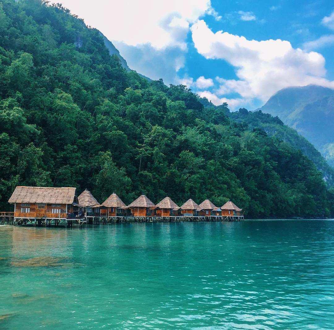 View Ora Resort dengan Tenangnya Ombak Pantai Ora, Image From @zaink_nst