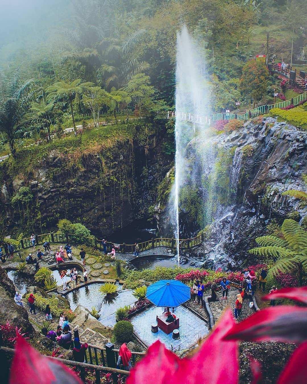 Air Mancur Yang ada di Lokawisata Baturraden, Image From @naufaldani98