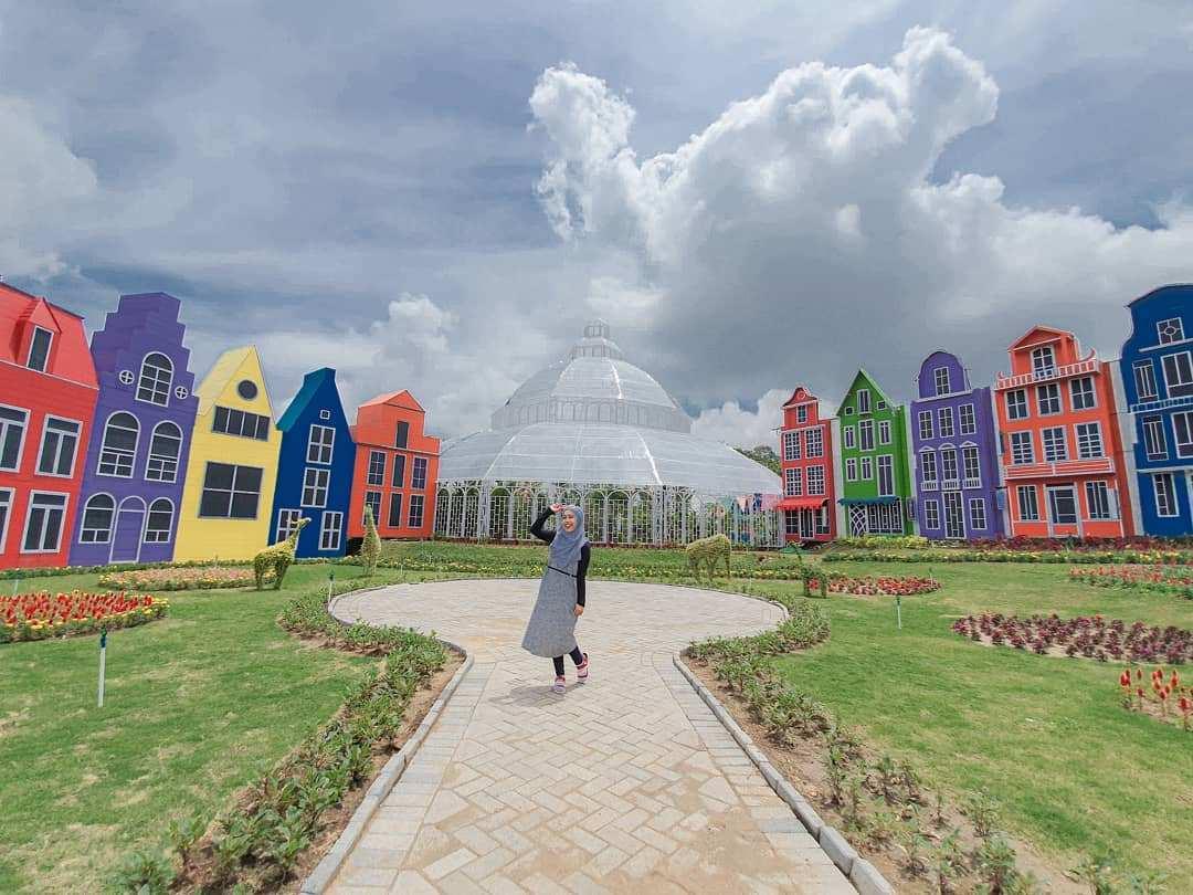 Berbagai Bangunan Warna warni di Florawisata San Terra Image From @rizkaalivia