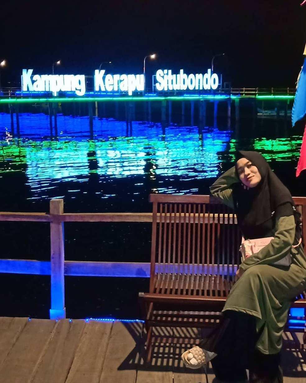 Berfoto di Kampung Kerapu Situbondo Pada Malam Hari, Image From @ima_mozha