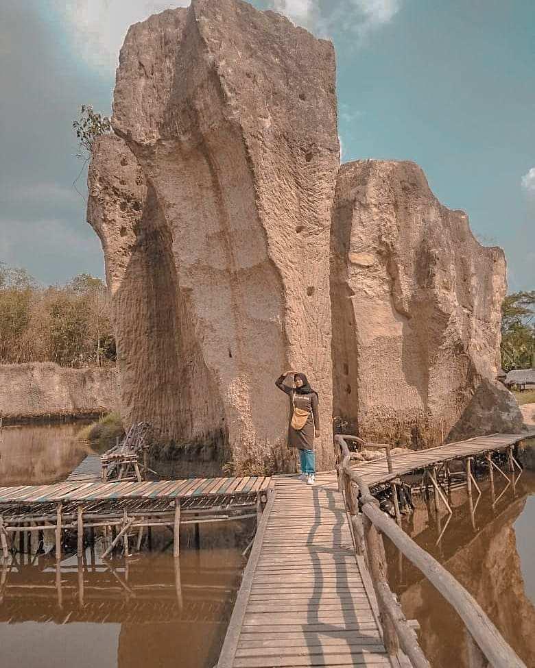 Jembatan Yang Mengitari Kolam dan Tebing di Tebing Koja Tanggerang, Image From @tebing_koja