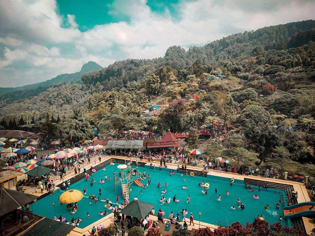 Salah Satu Kolam Renang Yang Ada di Lokawisata Baturraden, Image From @fajar.yud