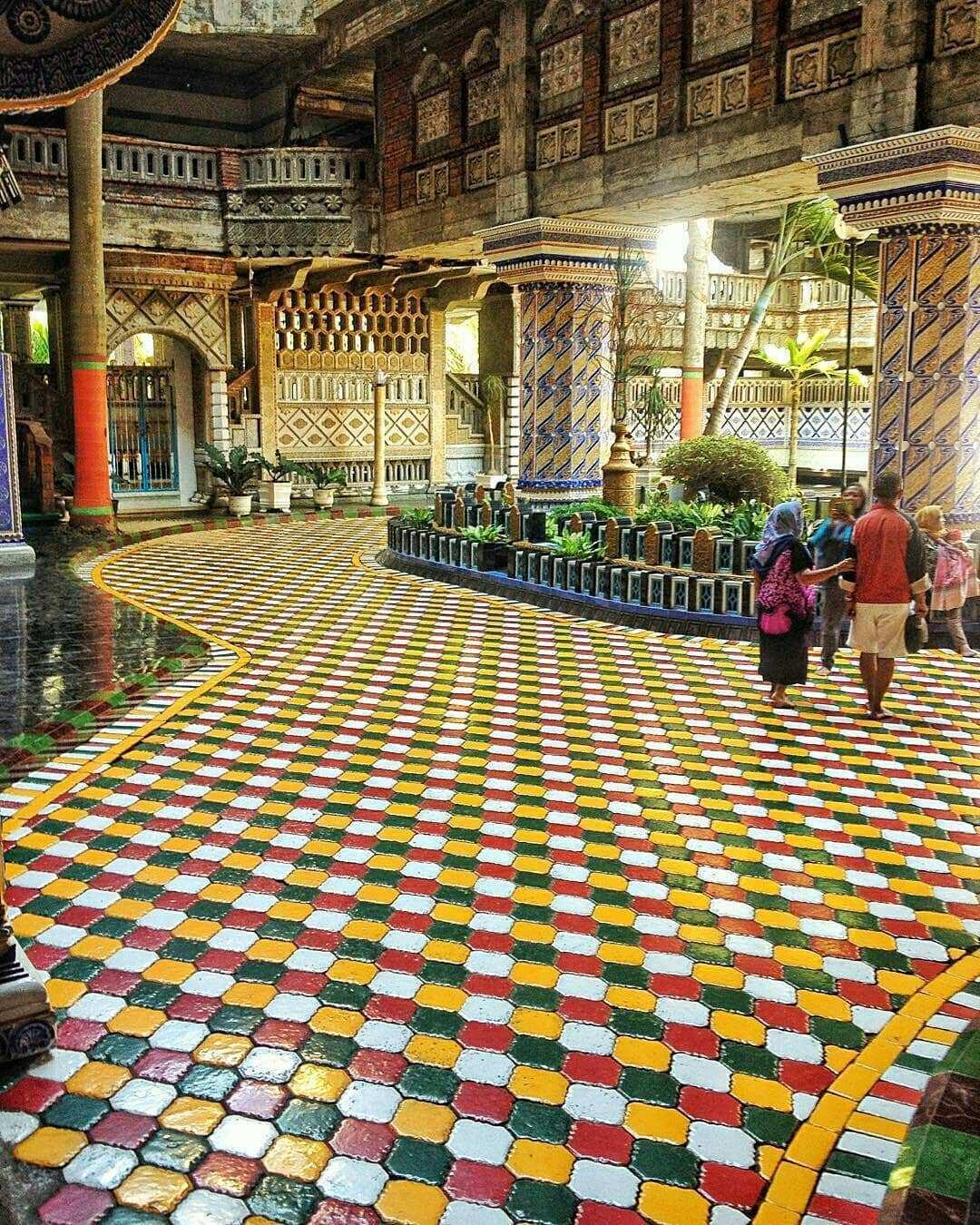Suasana di Dalam Masjid Tiban Malang, Image From @novanandriyono