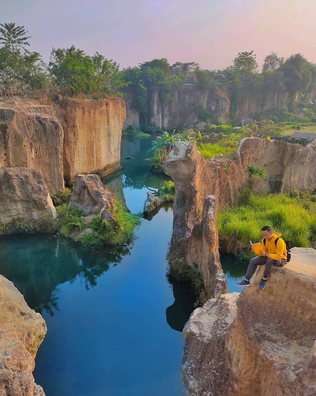 Suasana pemandangan dari atas Tebing di Tebing Koja Tanggerang, Image From @idhayhidayat