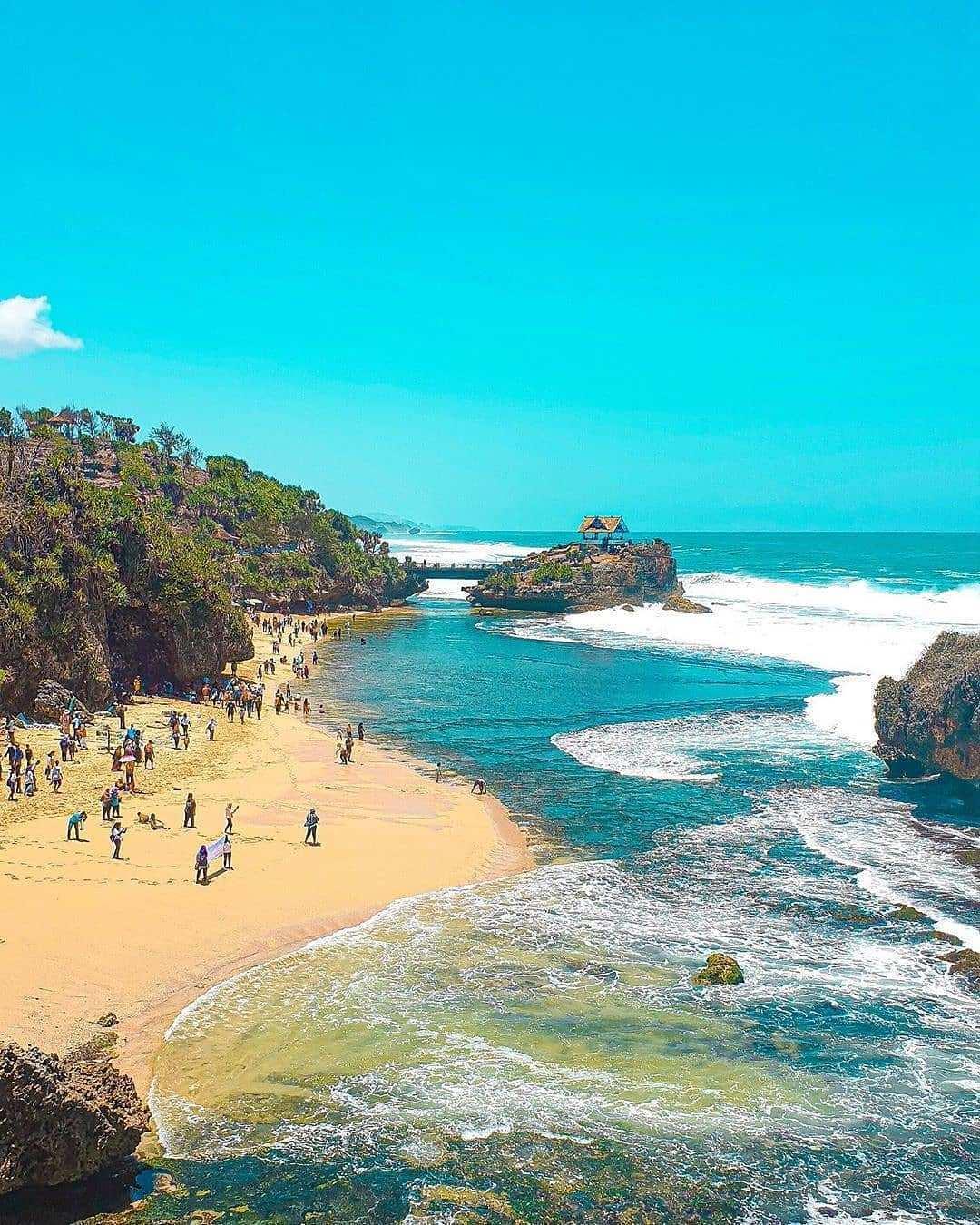 View Hamparan Pasir di Pantai Ngrawe Image From @promonyasolo