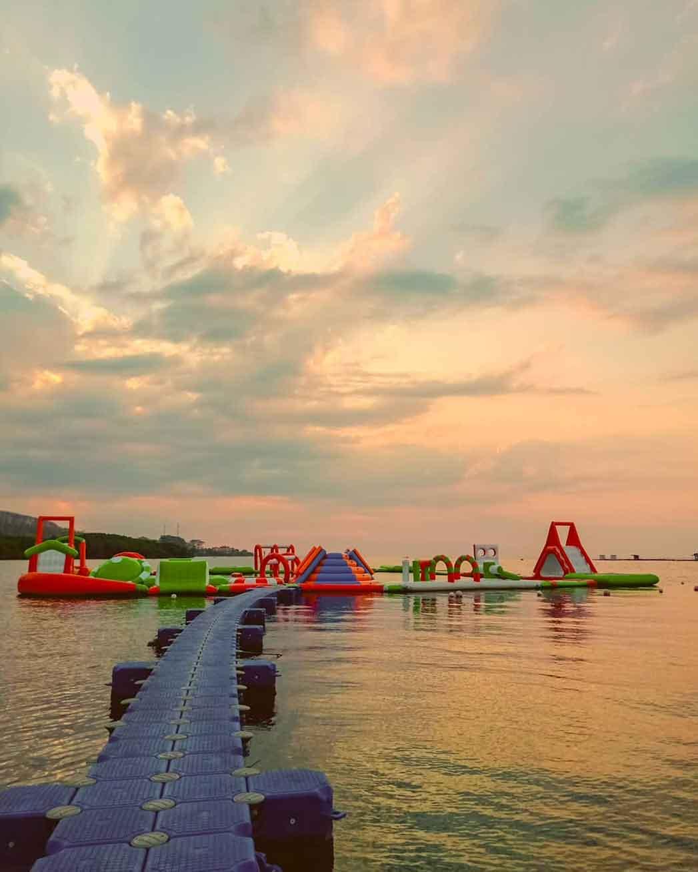 Wahana Bermain Floating Dock di Kampung Kerapu Situbondo, Image From @kampungkerapusitubondo