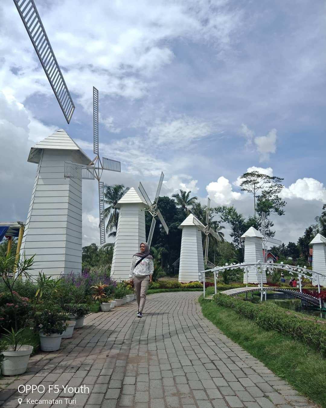 Kincir Angin di Alamanda Jogja Flower Garden Image From @yuli.marfuah47