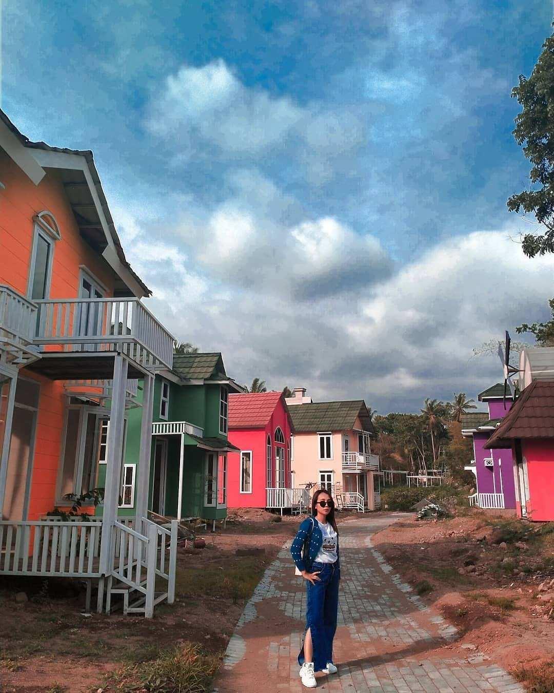 Rumah Warna Warni di Alamanda Jogja Flower Garden Image From @yesa_yesa