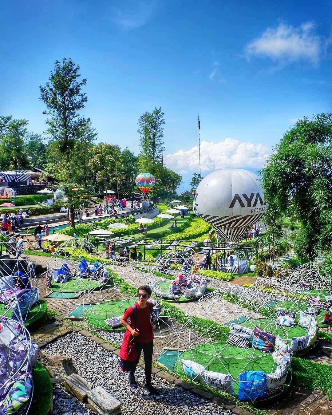 Berbagai Tempat Duduk Yang ada di Ayanaz Gedongsongo Semarang Image From @aankhosihan