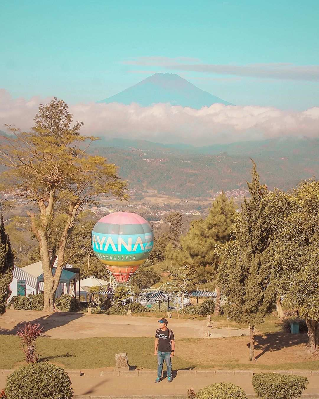 Berfoto Dengan Pemandangan Gunung di Ayanaz Gedongsongo Semarang Image From @lonardika