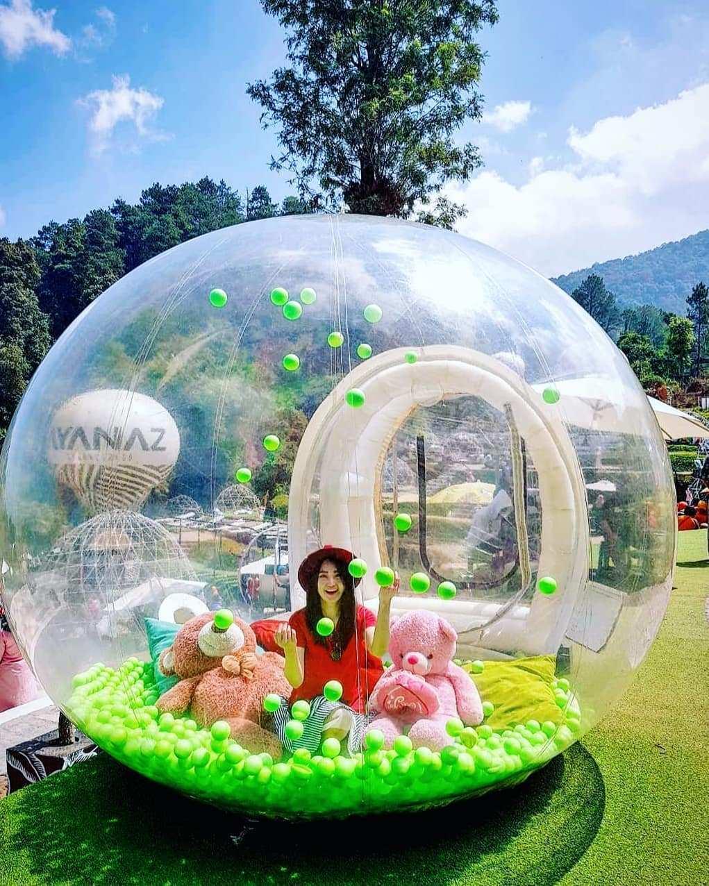 Bermain Bola di Dalam Buble Tent Yang ada di Ayanaz Gedongsongo Semarang Image From @jenhong_mom