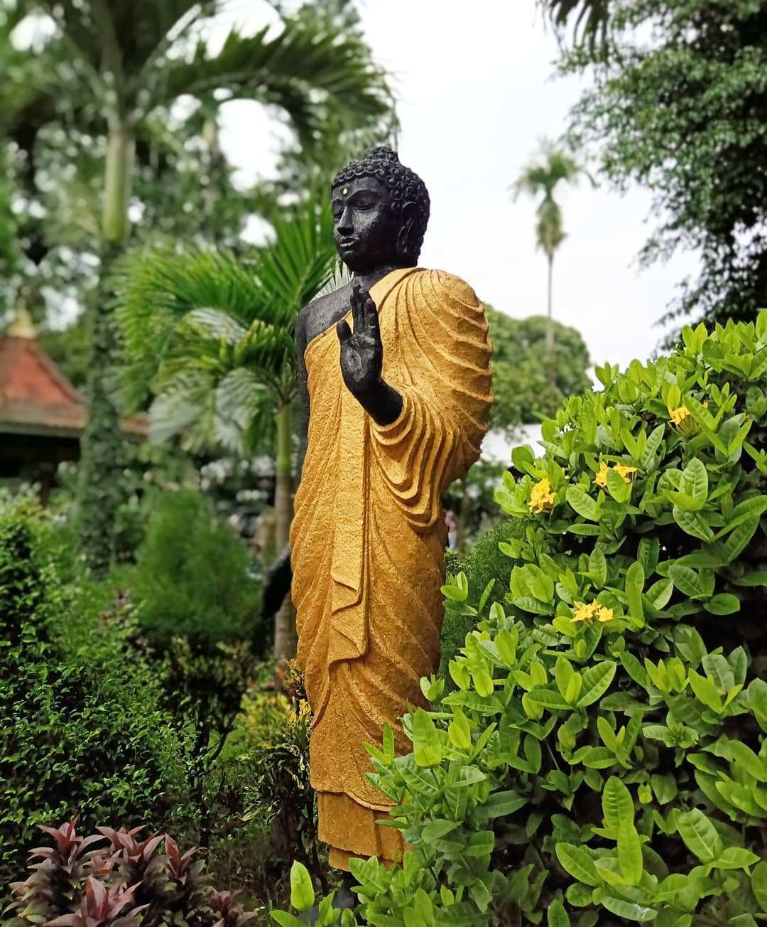 Patung Lainnya Yang ada Disekitar wisata Maha Vihara Mojopahit, Image From @indraarifajari
