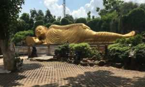 Pesona Patung Budha Tidur di Maha Vihara Mojopahit, Mojokerto, Image From @lookslina