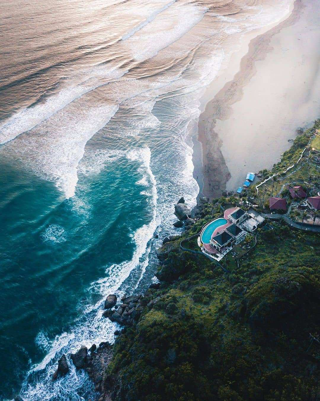 Pantai Parangtritis Dilihat Dari Atas, Image From @fajarnasution