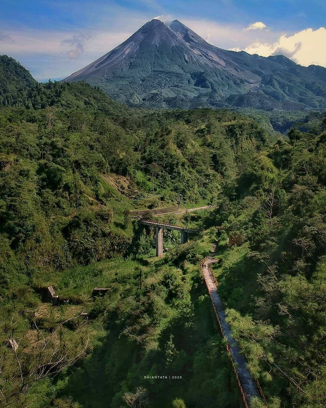 Pemandangan Gunung Merapi Dari Lokasi Plunyon Kalikuning, Image From @dhian_hardjodisastro
