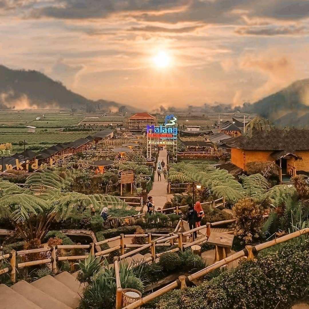 Pemandangan Sunset di Desa Wisata Pujon Kidul Malang, Image From @zaneth.gunawan 