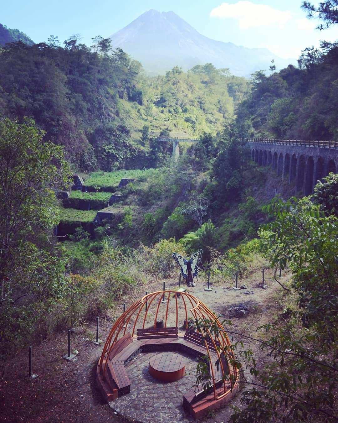 Tempat Duduk Yang Ada di Plunyon Kalikuning, Image From @artstonejogja