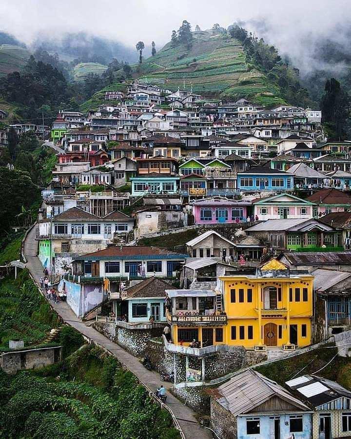 Perumahan Penduduk di Nepal Van Java, Image From @henky_chan_story