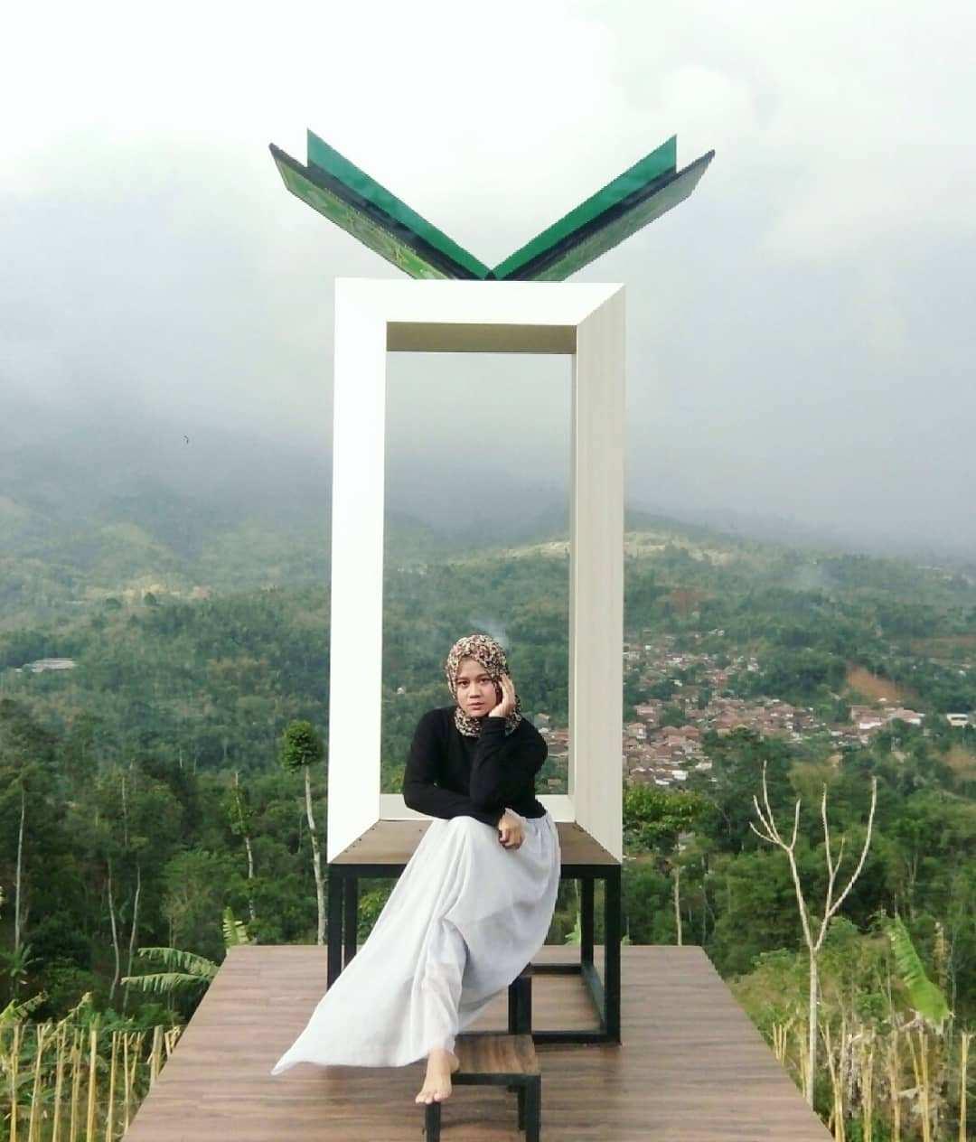 Berfoto di Spot Foto Layaknya Al-Quran di Cicalengka Dreamland, Image From @nngsrilestari35