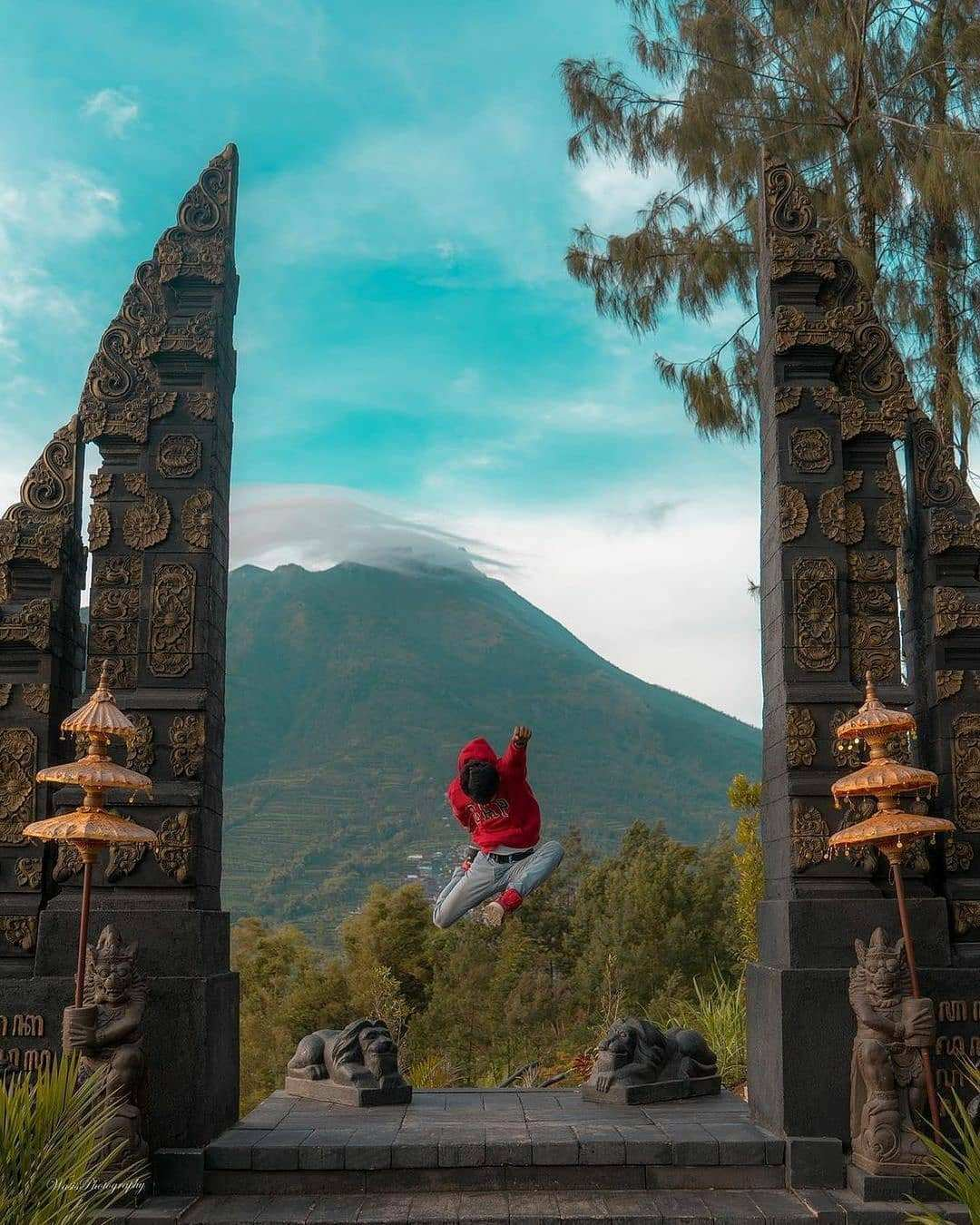 Berfoto di Salah Satu Spot Foto Terbaik di Bukit Sanjaya @wasis_u