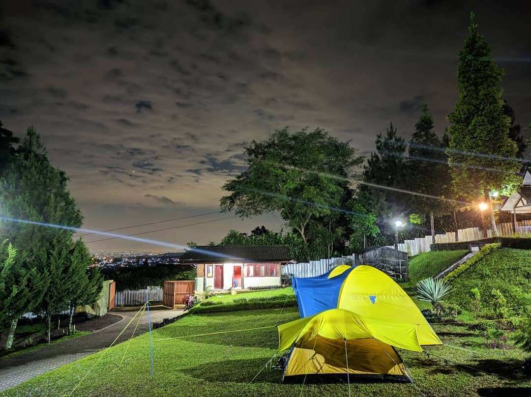 Camping Ceria di Lingkung Gunung, Image From @lingkunggunung