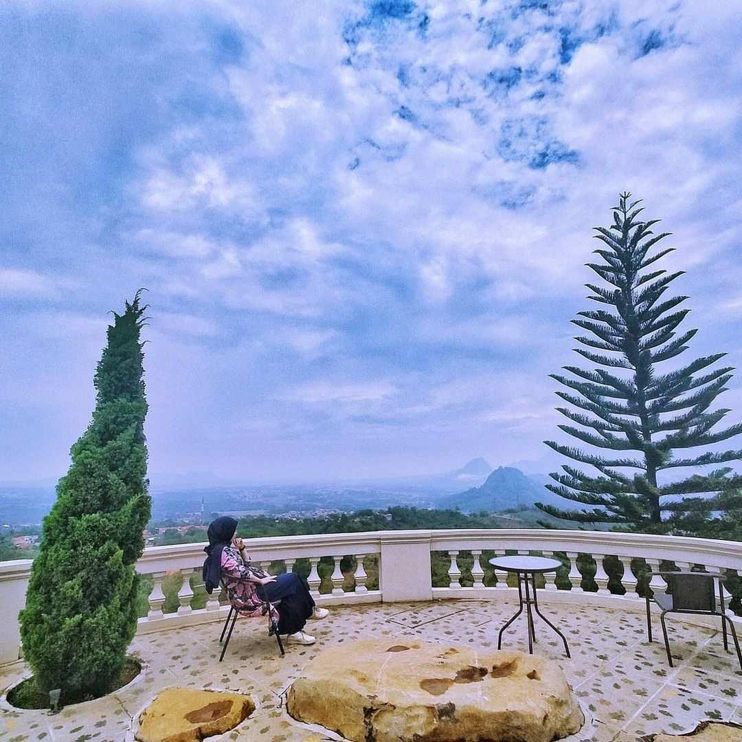 Menikmati Pemandangan di Hidden Valley Hills Purwakarta, Image From @hengki.onet