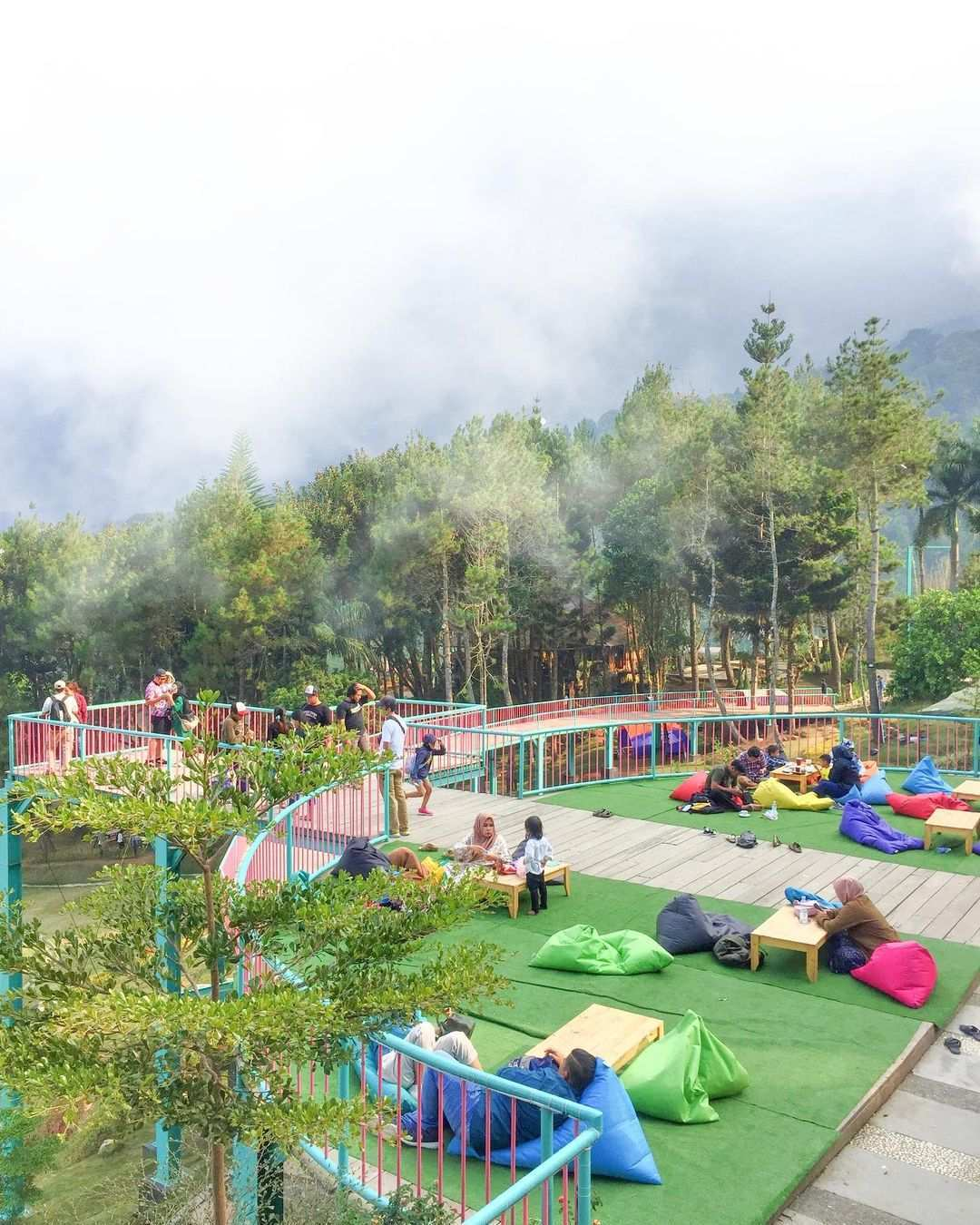 Suasana Kopi Kabut di Wisata Alam Sevilage, Image From @stsumiati21_