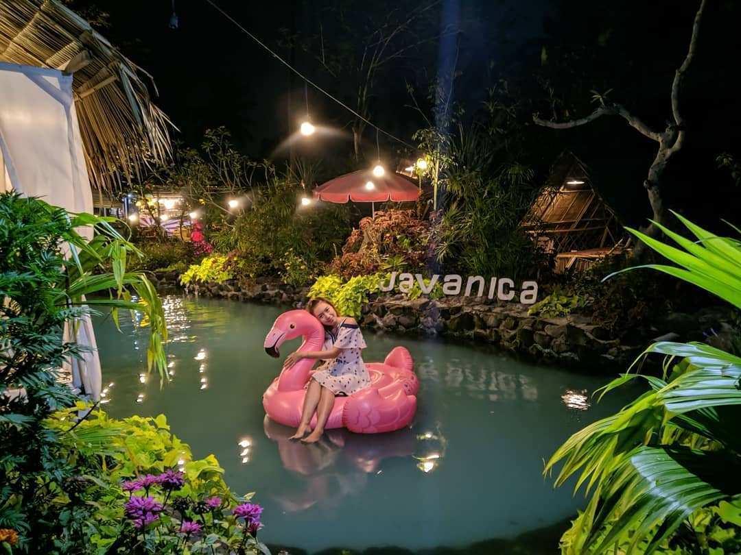 Suasana Malam Hari di Javanica Park, Image From @indahalfeya