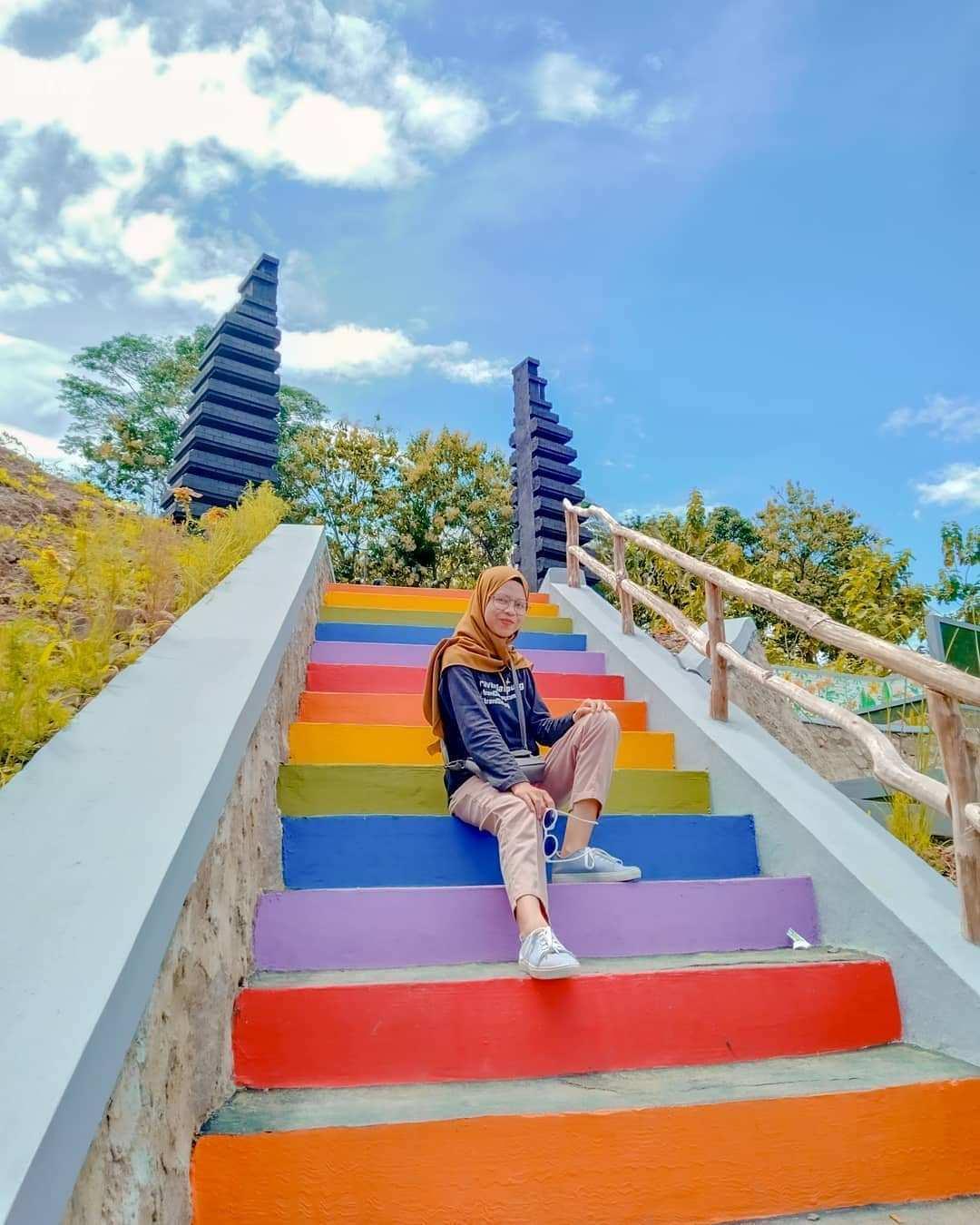 Tangga Warna Warni di Lengkung Langit Lampung, Image From @meili_lida057
