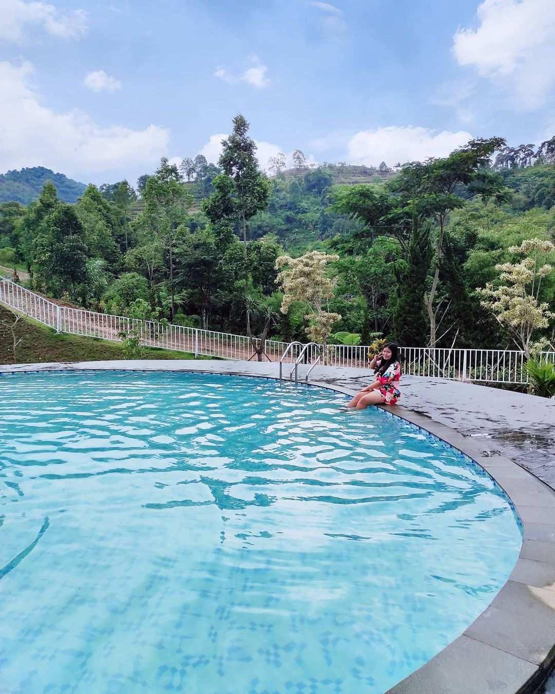 Berenang di Palemboko Sentul Farm Field Bogor Image From @diena.saraswaty