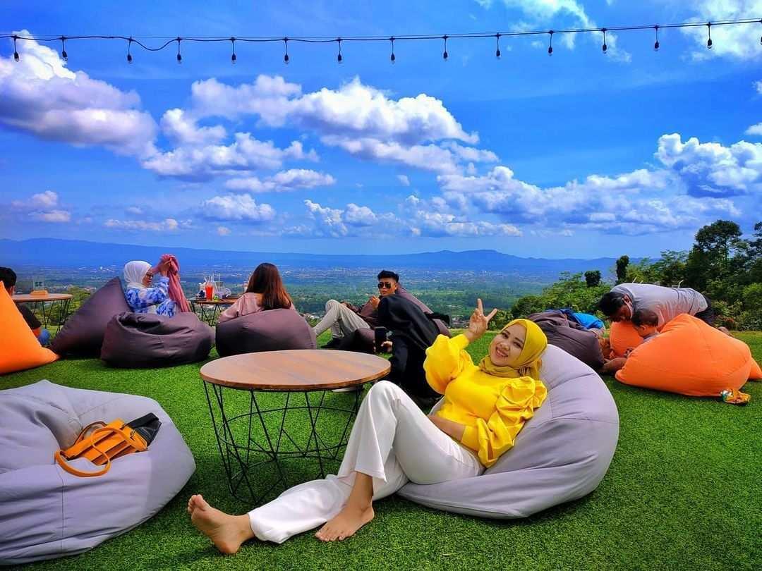 Berfoto di Taman Langit Cafe Purwokerto Image From @ninadwi14